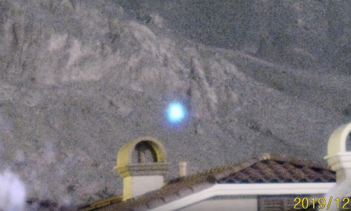 Spectacular UFO sighting is recorded on Las Vegas' Little Red Rock 12