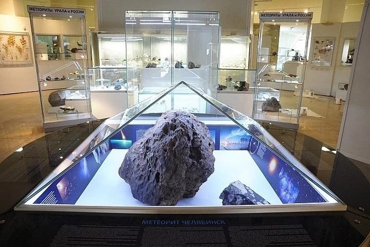 Unknown carbon form found in Chelyabinsk meteorite 1