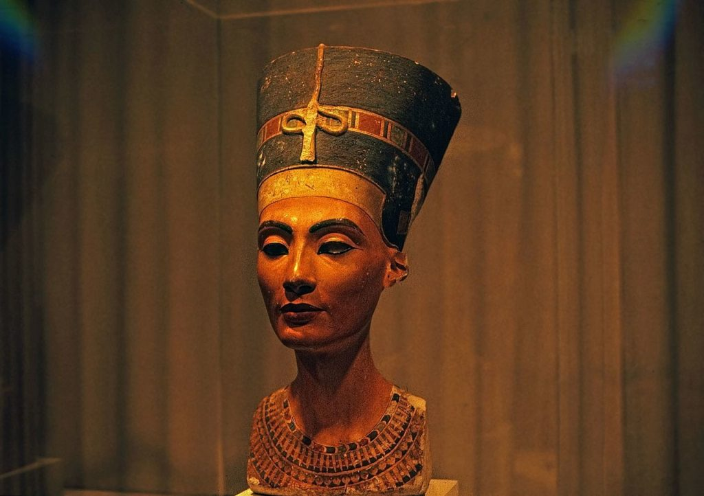 A possible grave of Nefertiti was found in the tomb of Tutankhamun 8