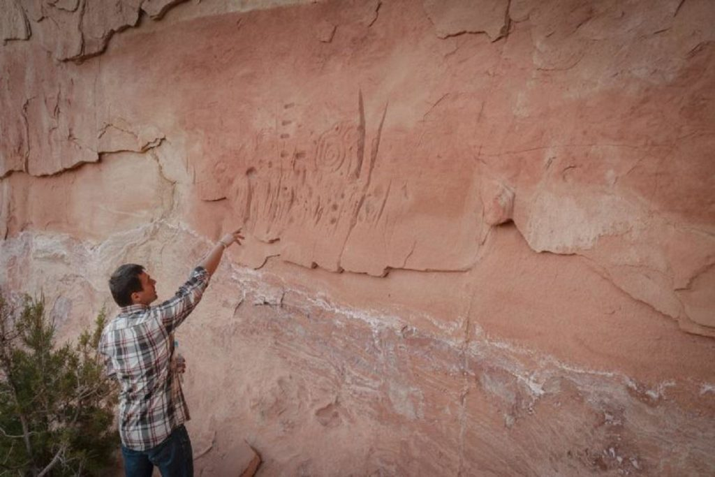 Rock carvings of a disappeared pueblo civilization found. A Star Map? 88