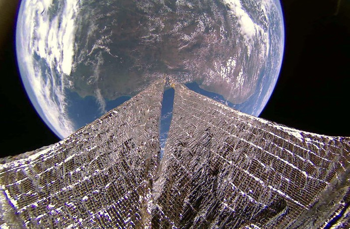 Space sailing ship sent amazing pictures of the Earth 88