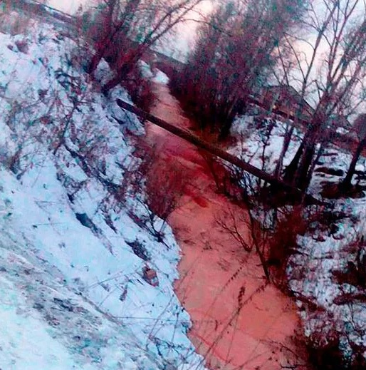 Rivers, ponds and even rains turn red all over the world 3