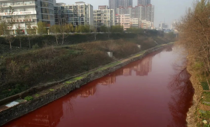 Rivers, ponds and even rains turn red all over the world 5