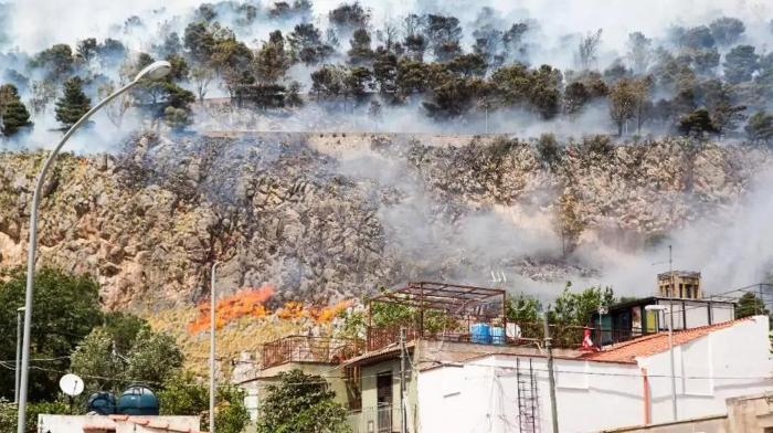 The riddle of spontaneous fires on the island of Sicily. Locals blame the aliens 4