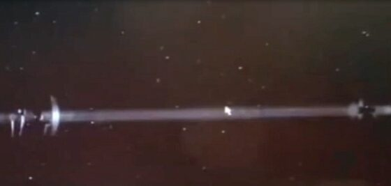 Blue Beam on ISS: UFO observed the test of the US military satellite in low Earth orbit 87