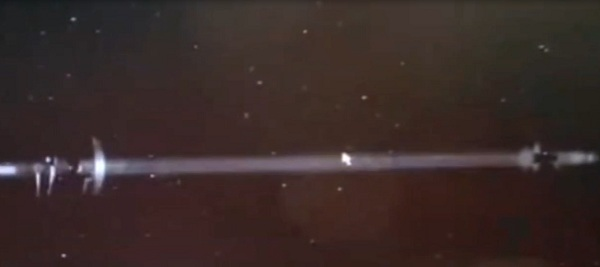 Blue Beam on ISS: UFO observed the test of the US military satellite in low Earth orbit 8
