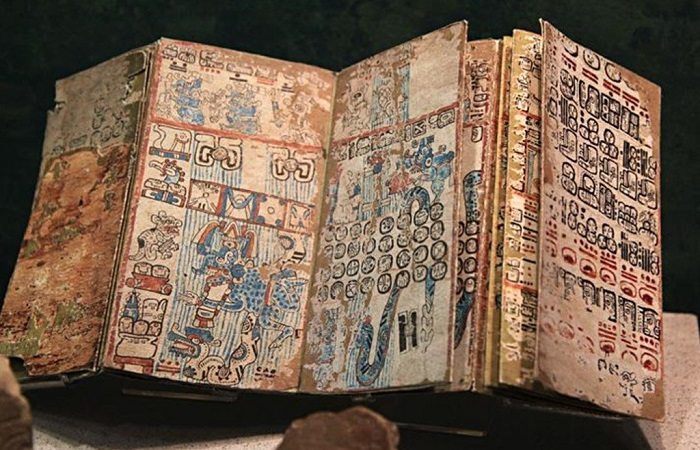 What secrets of the Mayan queen were discovered by a new decoding of ancient records 34