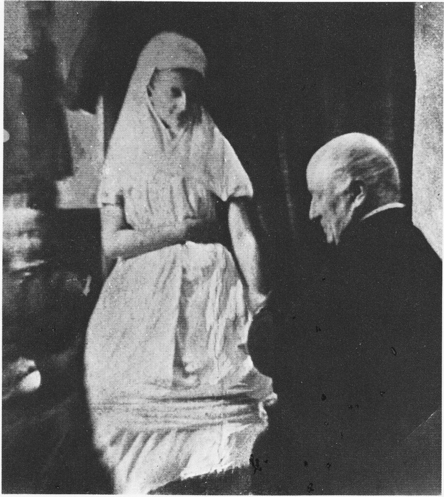 Between Worlds: The Story of Florence Cook - the Woman Who Talked to Ghosts 4