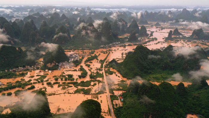 Apocalyptic flood in China's Hunan province 86