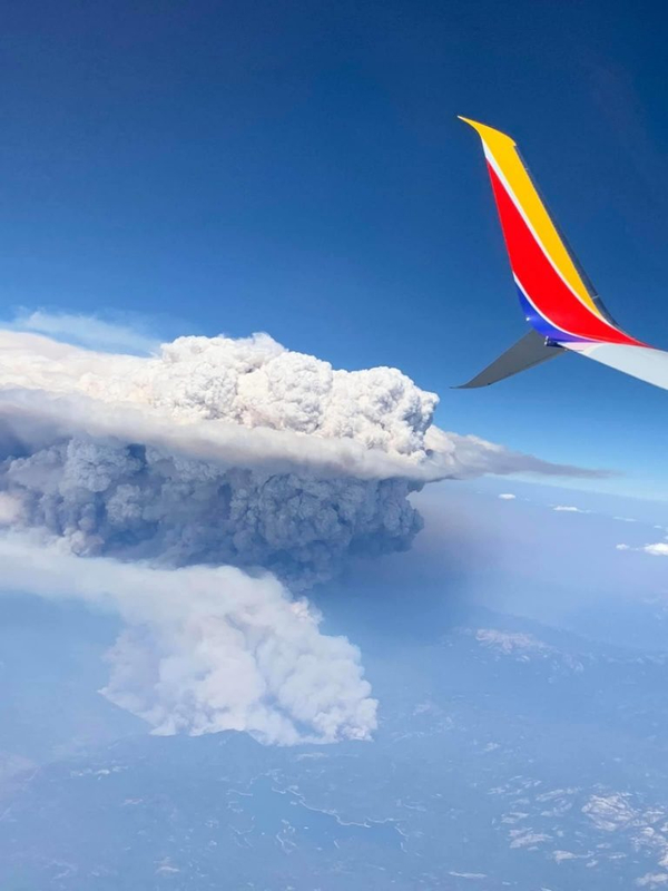 "California wildfires create giant ""volcanic"" clouds 88"