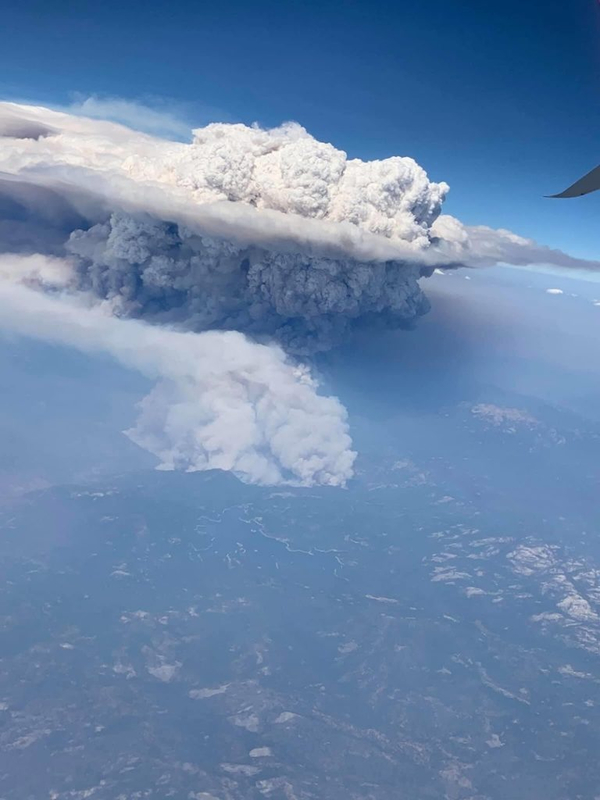 "California wildfires create giant ""volcanic"" clouds 90"