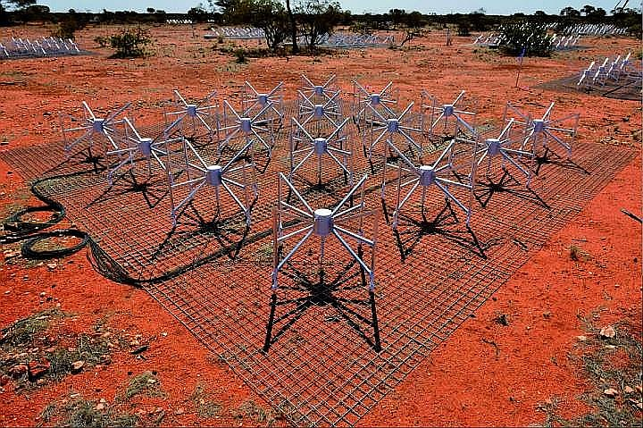 Antenna field of the Australian radio telescope.  Photo: www.mwatelescope.org