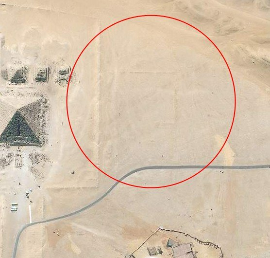 Discovered mysterious giant objects on the Giza plateau, near the famous Egyptian pyramids 3