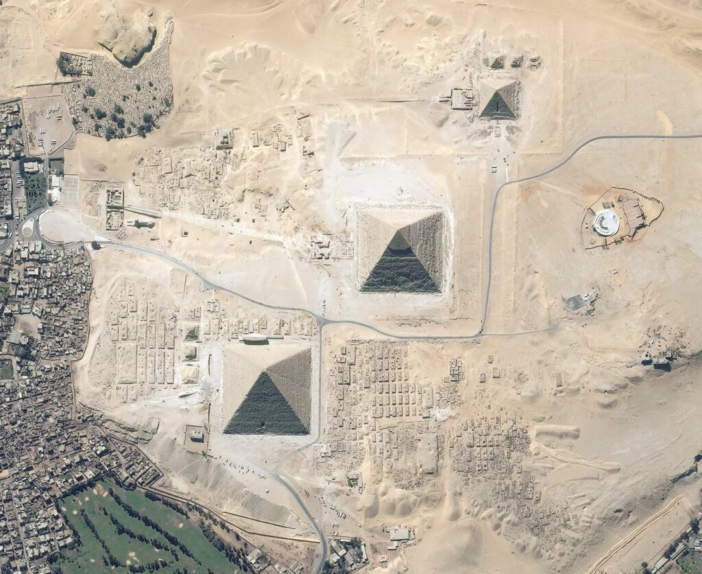 Discovered mysterious giant objects on the Giza plateau, near the famous Egyptian pyramids 8