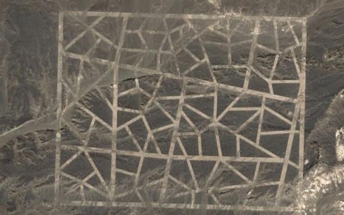 Mysterious signs in the middle of the Gobi desert 1