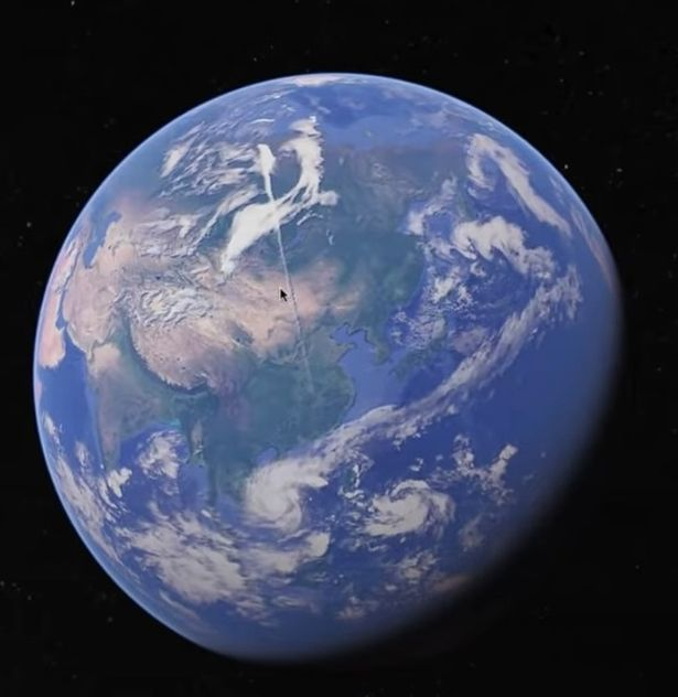 """Google Earth"" user discovered a strange object about 3000 miles long 12"