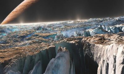 NASA: The surface of Europa glows blue and green at night 94