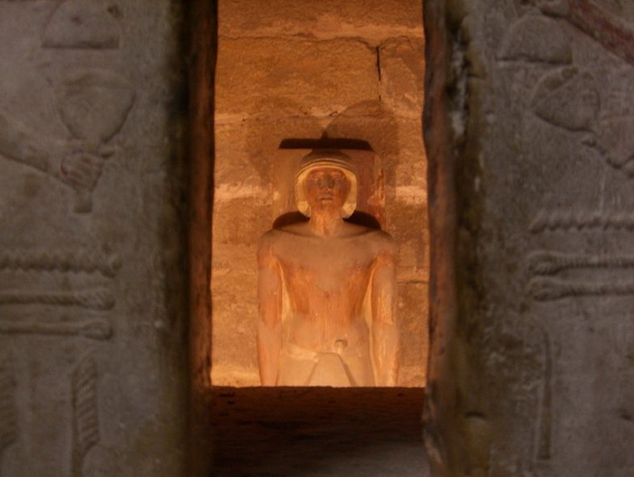 It was assumed that everything that happens in the tomb is watched by spirits and various hypostases of the soul of the deceased.