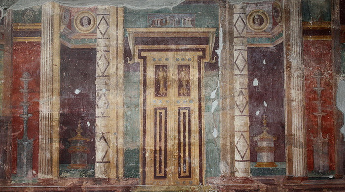 Images of false doors can be found in the villas of Pompeii