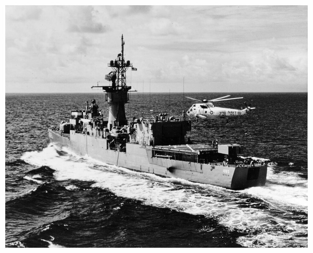 Four years before the incident with the damage to the bulb, Stein safely patrols the coast of Hawaii / © US Navy National Archives