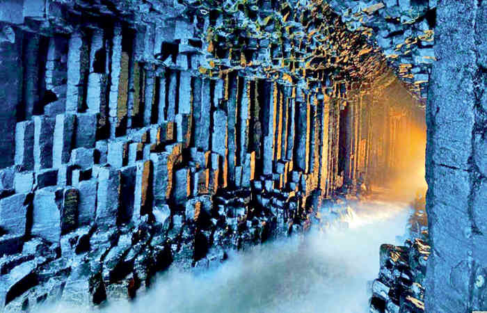 "Staffa - ""Island of columns"", which according to the legends of the Vikings was built by giants 111"
