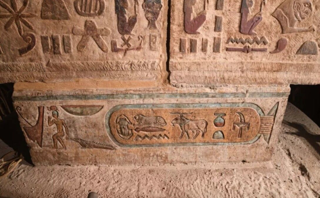 "Archaeologists have discovered ""unknown"" constellations in an Egyptian temple 105"