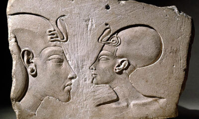 How Nefertiti's husband fought with the gods, the traditional role of the pharaoh and the canon in art: 20 years of Akhenaten's rebellion 88