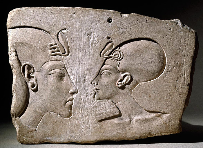 How Nefertiti's husband fought with the gods, the traditional role of the pharaoh and the canon in art: 20 years of Akhenaten's rebellion 106
