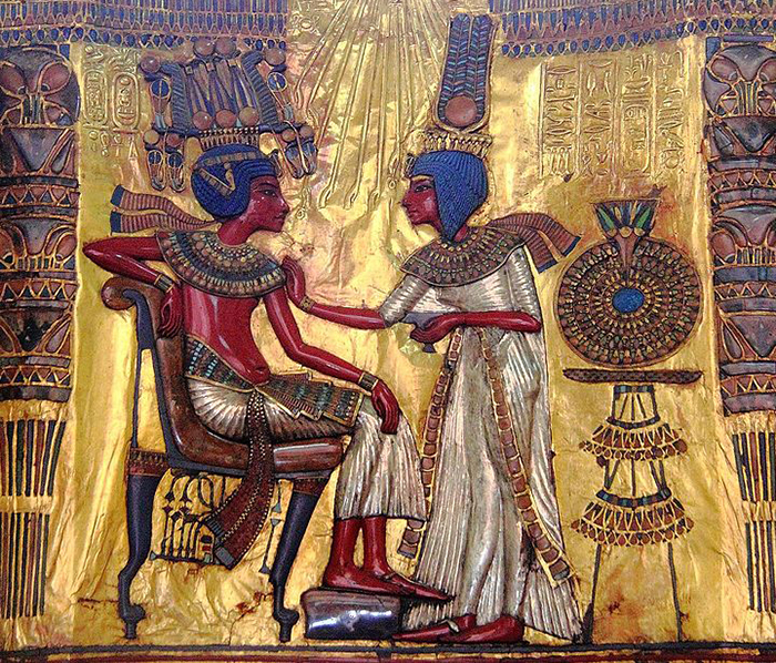 Tutankhamun with his wife.