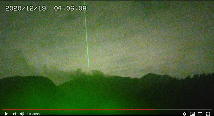 Strange green energy beam over the Sakurajima volcano reappears after 5 years 3