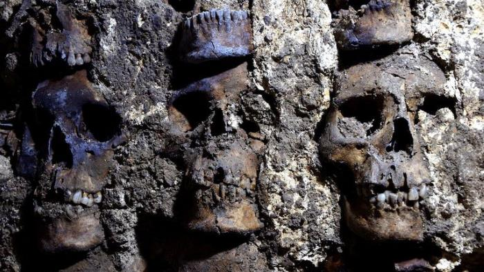 "Archaeologists find a ""wall of skulls"" in Mexico City, the remains of captives and sacrifices to the Aztec god 12"