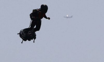 "The mystery of the ""Mandalorian""    with a Jetpack flying behind a plane is revealed 39"