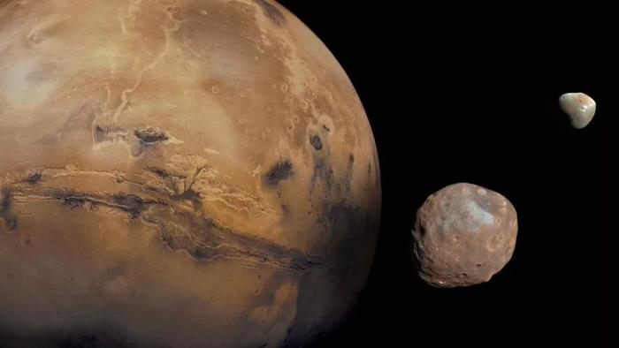 An unexplained wobble shifts the poles of Mars 5