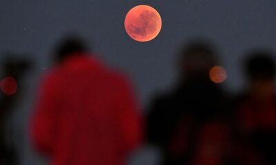 The night sky in southern Taiwan shows a weird red moon alarming netizens: 2021 disaster year omen? 26