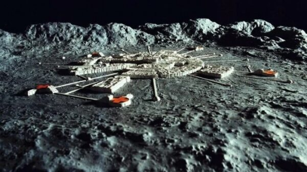 The far side of the moon - alien bases or an ancient astronaut's cemetery? 8