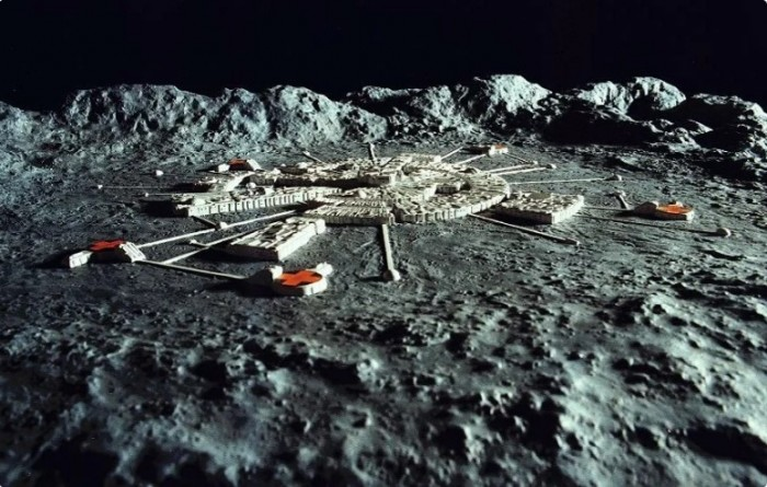 The far side of the moon - alien bases or an ancient astronaut's cemetery? 1