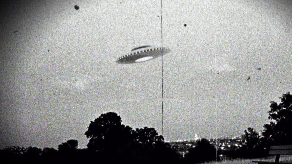 Former US intelligence chief says UFOs exist and they could be the property of the Russian Federation and China 16
