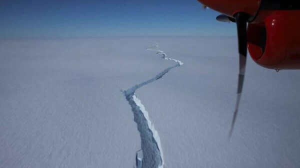 What is going on with the giant, hundred-kilometer crack in the Antarctica glacier? 12