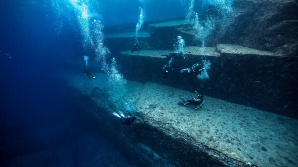 Japanese Atlantis: How The Mysterious Underwater City Was Discovered 17