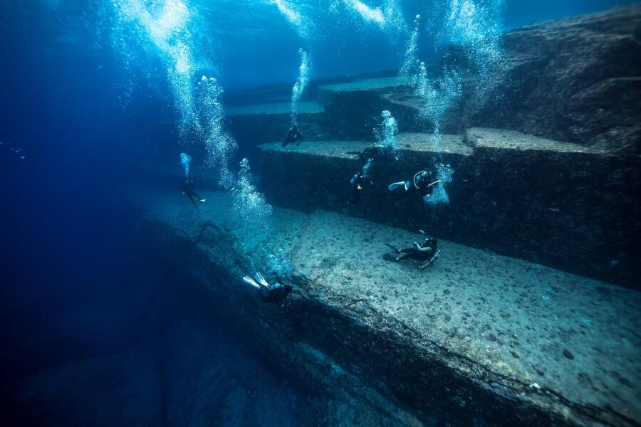 Japanese Atlantis: How The Mysterious Underwater City Was Discovered 1