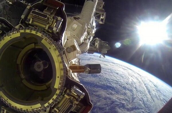ISS cameras spotted a huge triangular UFO behind SpaceX 3