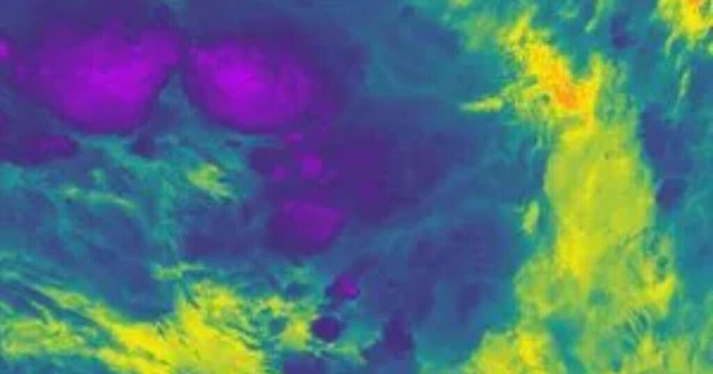 Ice behemoth. The coldest storm cloud in history was born over the Pacific Ocean 1