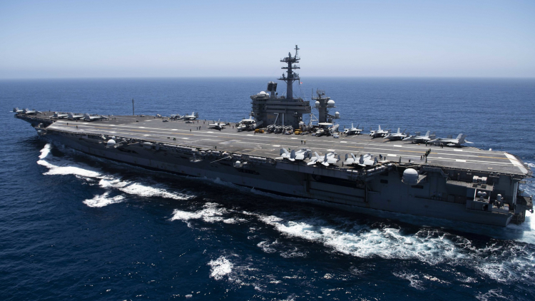 The aircraft carrier Theodore Roosevelt (CVN 71) crosses the Pacific Ocean (US Navy)