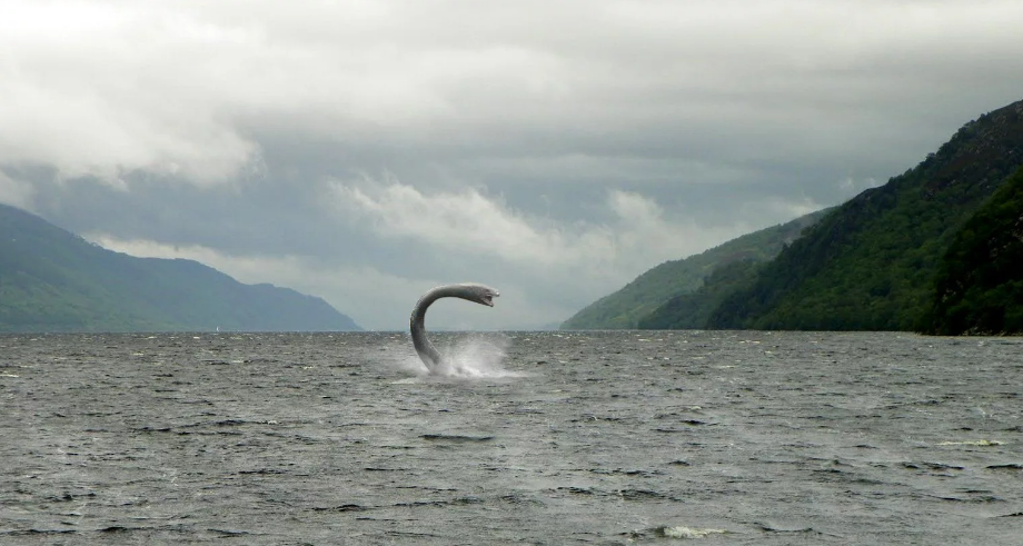 Loch Ness monster reappears? 3 people saw a huge black shadow moving slowly 1