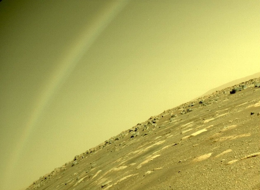 """Perseverance Rover captures a """"rainbow"""" on Mars 1"""