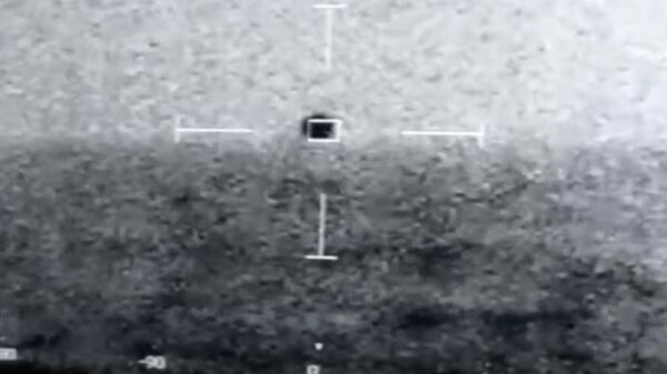 """Incredible US Navy footage of a UFO """"diving"""" underwater has been published 11"""