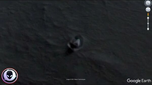 Conspiracy theorist discovered an alien ship in Antarctica Using Google Maps? 11