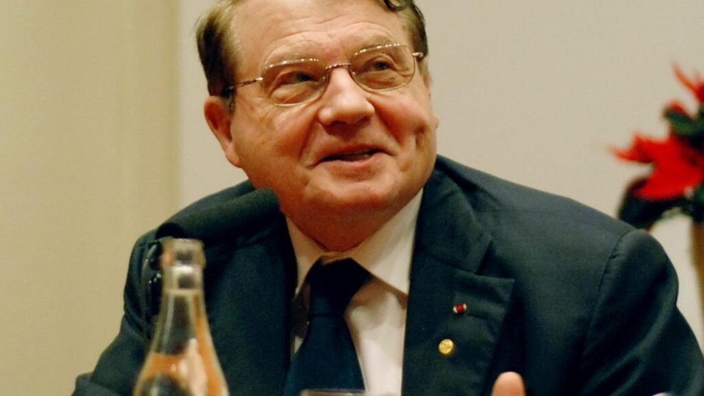 """""""I will not get vaccinated"""" - Nobel Prize Winner French Virologist Professor Luc Montagnier who discovered HIV 1"""