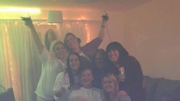 Friends posed for a bachelorette party photo, not suspecting that a screaming ghost was hiding behind their backs 4