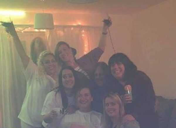 Friends posed for a bachelorette party photo, not suspecting that a screaming ghost was hiding behind their backs 3